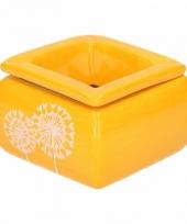 Gele asbak met pluizenbol bloem
