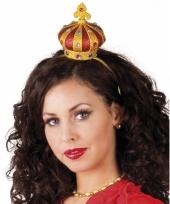 Gouden kroon op diadeem