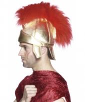 Goudkleurige hoed met rode veren