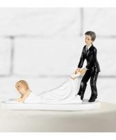 Grappige trouwfiguurtjes slepende bruid