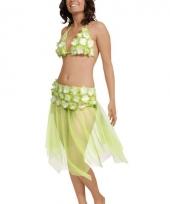 Groene bikini en rokje met bloem
