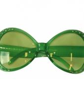 Groene carnavals bril met diamant