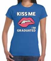 Kiss me i am graduated t-shirt blauw dames