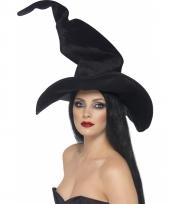Kreukel heksenhoed in het zwart