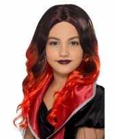 Lange zwart met rode meisjespruik met krullen
