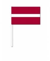 Letland zwaai vlaggetjes 12 x 24 cm