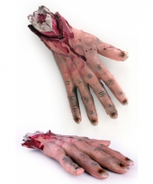 Nep hand met bloed en botten