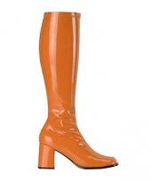 Oranje laarzen met een hoge hak