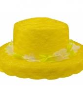 Organza hoedje met gele krans