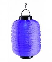 Paarse chinese lampion op zonne energie