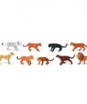 Plastic figuren van katachtige roofdieren