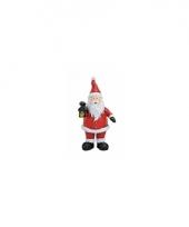 Polystone beeldjes kerstman met lantaarn 9 cm