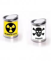 Radioactive posion etiket met met lege verfblikken