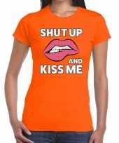 Shut up and kiss me t-shirt oranje dames