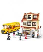 Sluban school met schoolbus