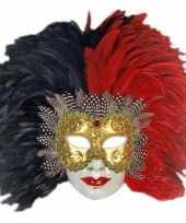 Venetiaanse maskers met rood zwarte veren