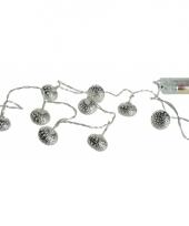 Verlichting met metalen ballen zilver