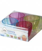 Vier eierdoppen gekleurd