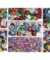 Voorraadbox met gekleurde glaskralen