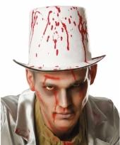 Witte hoed met bloedspetters