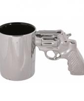 Zilveren revolver koffiemok