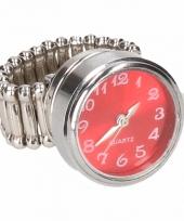 Zilveren ring met rode kllok drukknoop