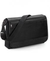 Zwarte schoudertas met voorvakje