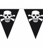 Zwarte vlaggenlijn met doodskoppen